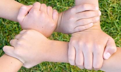 handen-in-een